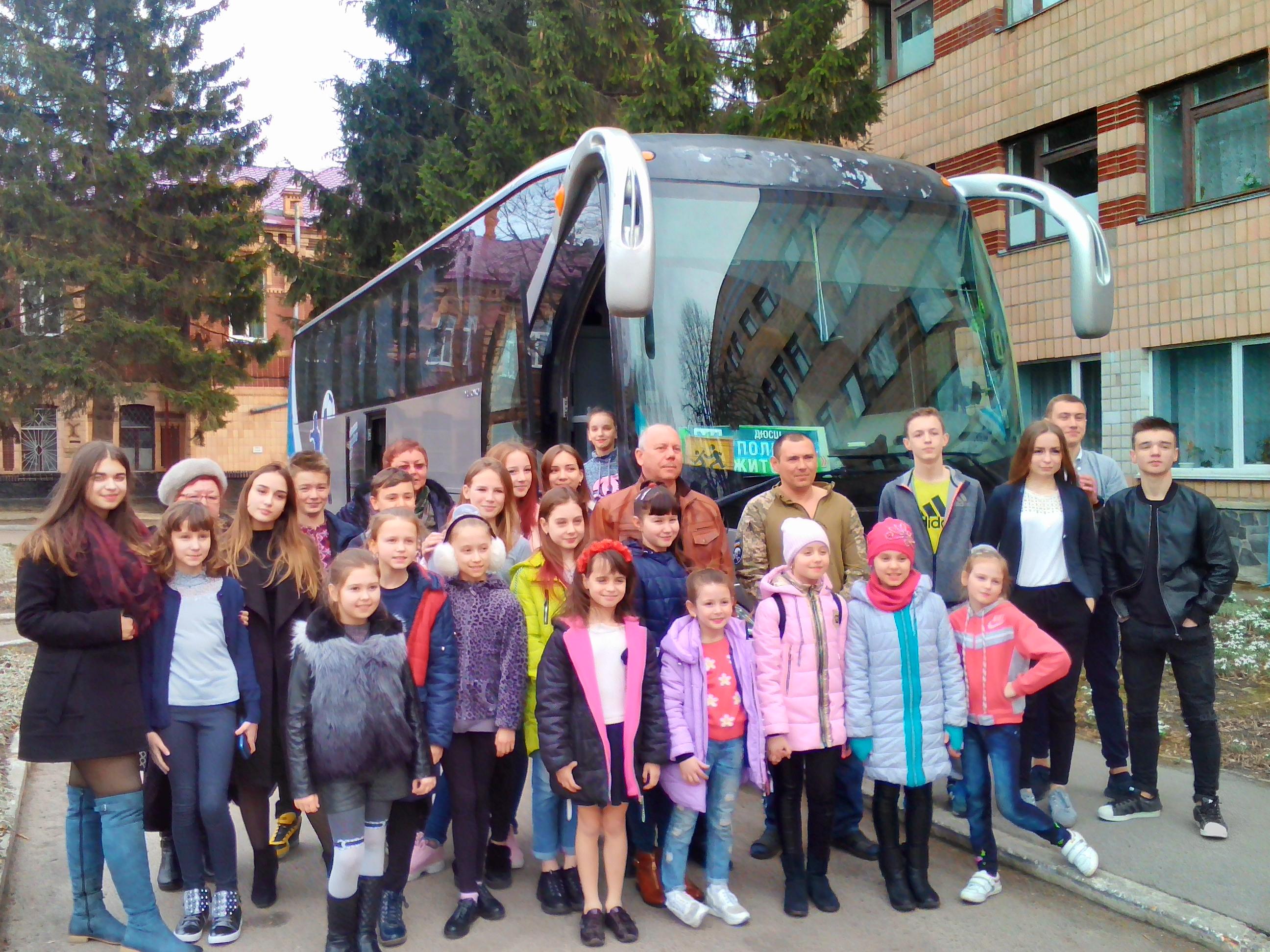 З весняним концертом   та гарним настроєм  приїхали  до  госпіталю вихованці ЗОШ № 17 та  народний хореографічний  ансамбль «ТІП-ТОП»  з Житомира.